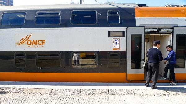 التنقل عبر القطارات المكوكية في زمن كورونا.. قلق ممزوج بالأمل في أيام قادمة أفضل