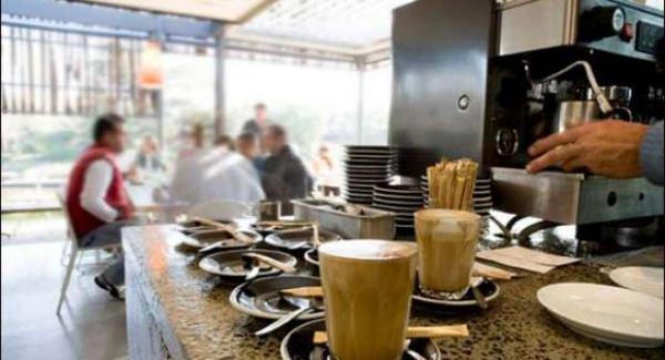 قرارات جديدة مرتقبة بعد رمضان بينها فتح المقاهي والمطاعم للساعة 11 ليلا
