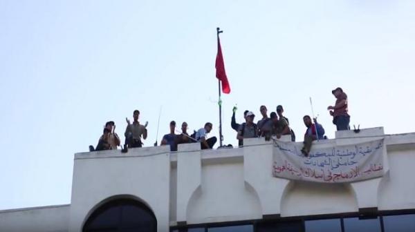 """مكفوفون يقتحمون وزارة """"الحقاوي"""" ويهددون بحرق أجسادهم!"""