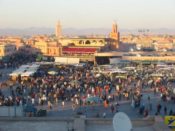 سلطات مراكش تشن حملات مكثفة على مطاعم جامع الفنا لحماية السياح من النصب