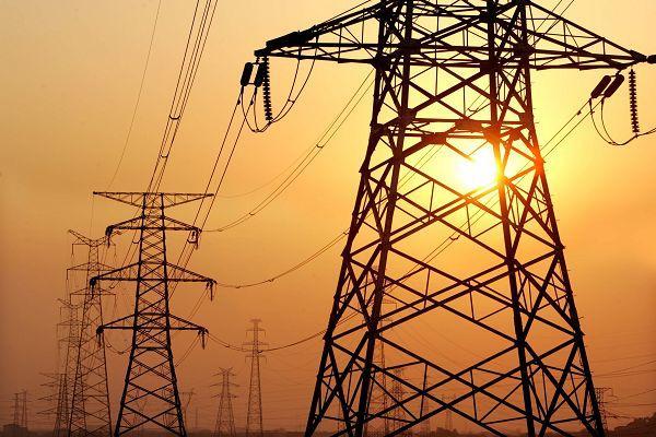 """""""الرباح"""" يبشر الراغبين في ربط منازلهم بشبكة الكهرباء بقرار جديد"""
