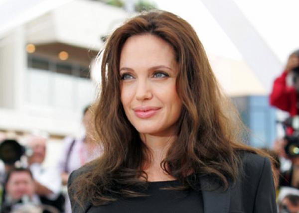 أنجلينا جولي إلى السينما بعد فراق براد بيت