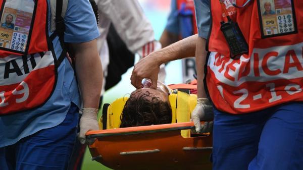 بعد حادثة إريكسن ..نجاة لاعب منتخب روسيا من إصابة خطيرة في العمود الفقري(فيديو)