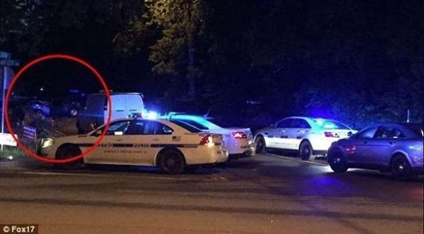 يُقتلان بحادث سيارة خلال عودتهما من جنازة ابنهما