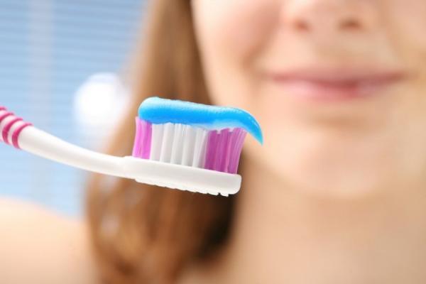 اصنعي بنفسك معجون أسنان طبيعي