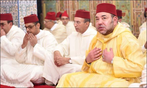 الملك محمد السادس يُؤدي صلاة الجمعة بالضويات