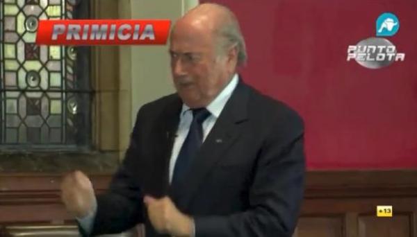 رئيس الفيفا بلاتير يسخر بطريقة غريبة من رونالدو (شاهد الفيديو)