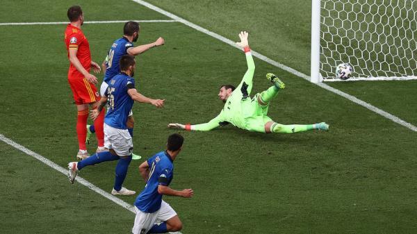 ويلز تبلغ ثمن نهائي أمم أوروبا رغم الهزيمة أمام إيطاليا
