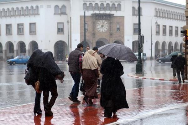انتبهوا...انخفاض في درجات الحرارة وتواصل الأمطار الرعدية والثلوج في عدد من مناطق المملكة