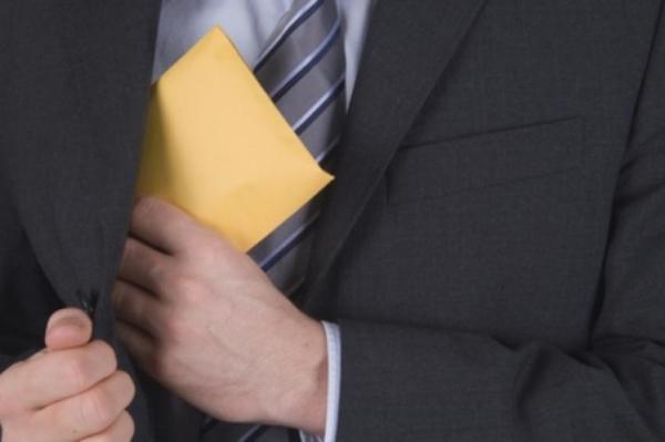 """بلاغ مديرية الأمن حول الإطاحة ببرلماني عن """"البام"""" ورئيس جماعة متلبسا بتلقي رشوة سمينة"""