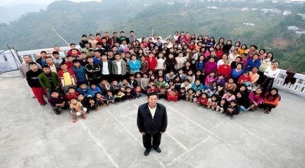 هندي يكون عائلة من من 180 شخصاً و94 ابناً وابنة