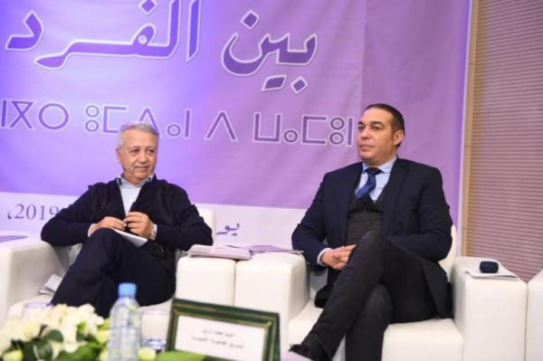 """بالصور: وزير """"الكراطة"""" يُشعل مواقع التواصل بعد ظهوره بدون """"صلعة"""""""