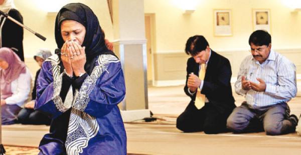 لماذا منع الإسلام المرأة من إمامة الصلاة