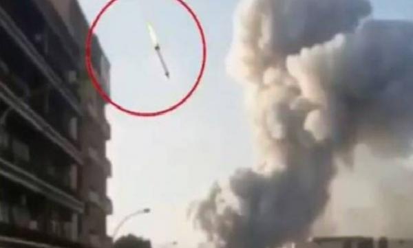 """ما حقيقة """"الصاروخ"""" الذي ضرب مرفأ بيروت قبيل """"الانفجار الكبير""""(فيديو)"""