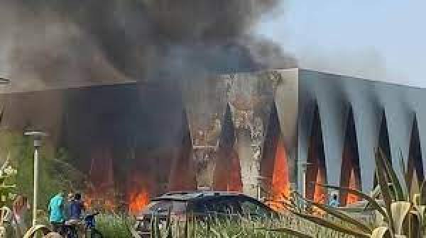 """""""ساويرس"""" يكشف عن سبب اندلاع حريق في قاعة مهرجان """"الجونة"""" السينيمائي"""