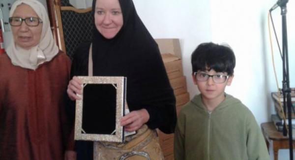أستاذة أمريكية تعلن إسلامها بأحد مساجد أكادير