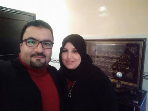 بعد تحدي ال10 سنوات..مغربي يكشف فارق السن بينه وبين زوجته في تحد جريء !