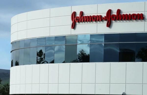 "شركة ""جونسون آند جونسون"" تتكبد خسائر باهضة بسبب ""تكبير صدور الرجال"""