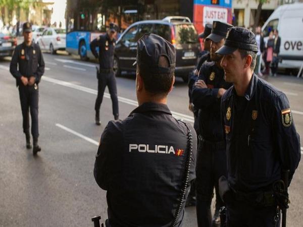 """تصرف """"أحمق"""" من مهاجر مغربي شاب بإسبانيا يدفع الشرطة لاعتقاله ومتابعته بتهم ثقيلة جدا"""
