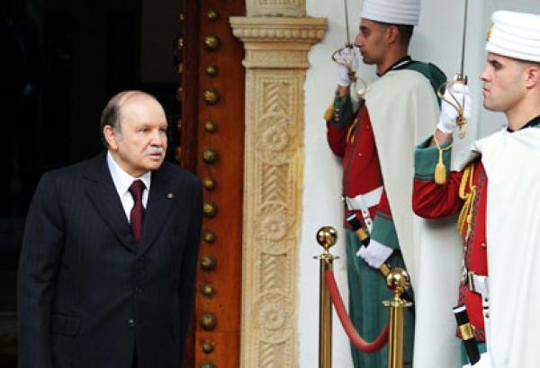 مرشح للرئاسة الجزائرية: صراع أجنحة يعمل لإبقاء بوتفليقة حتى يوافيه الأجل