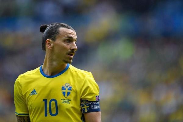 """""""ابراهيموفيتش"""" يفوز بالكرة الذهبية في السويد للمرة 12"""