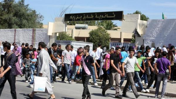 الجزائر تقطع الانترنت لمنع الغش الدراسي.. سخرية وانتقاد وشكوك !