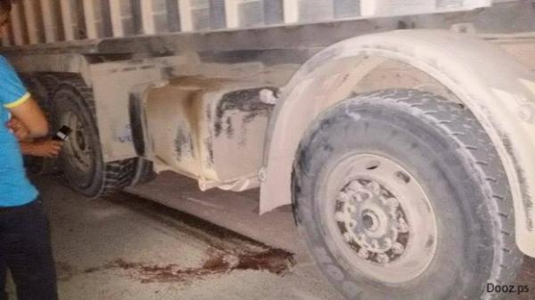 يا ربي السلامة...شاحنة تدهس  طفلا عمره 3 سنوات وتحول جسده إلى أشلاء أمام أنظار والدته