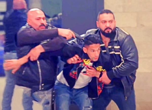 """الدولي المغربي """"بدر بانون"""" يقع ضحية مقلب وعصابة تطلب منه 2 مليون جنيه فدية (فيديو)"""