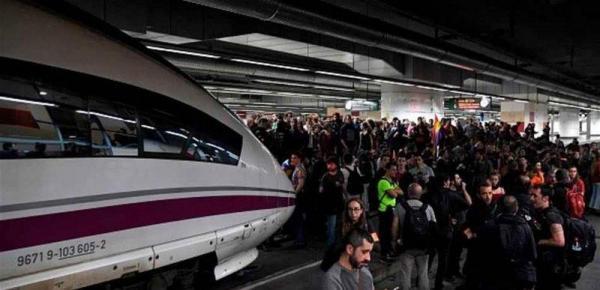 عاجل..شرطة برشلونة تخلي قطارين للاشتباه بوجود متفجرات داخلهما