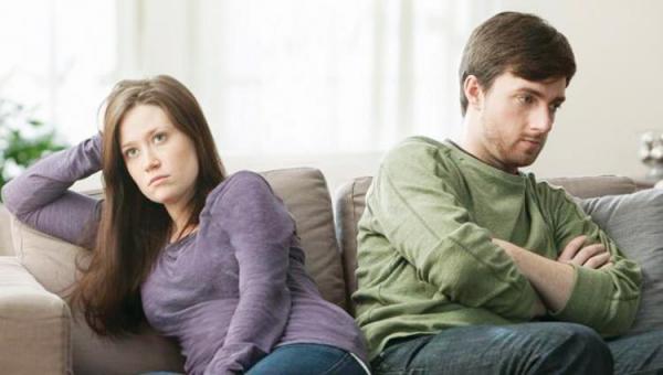 """سيدة تطلب الطلاق لأن زوجها """"لا يتشاجر"""" معها!"""