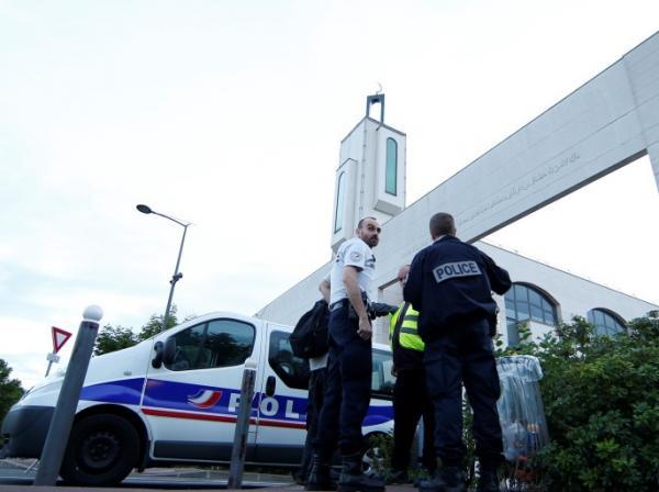 بسبب أيات قرآنية وخطبة جمعة...الداخلية الفرنسية تقيل إمامين من منصبهما وتهدد بإغلاق مسجد