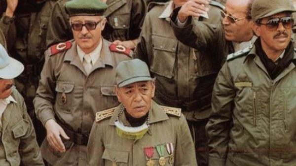"""هكذا قدم الراحل """"الحسن الثاني"""" الرئيس المستقبلي لمصر كهدية لـ""""جمال عبد الناصر"""" بمطار القاهرة"""
