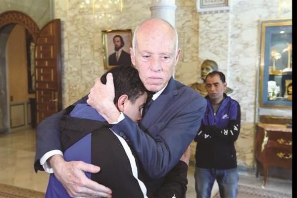 الرئيس التونسي يفتح أبواب قصر قرطاج للشباب العاطل والمهمش (صور)
