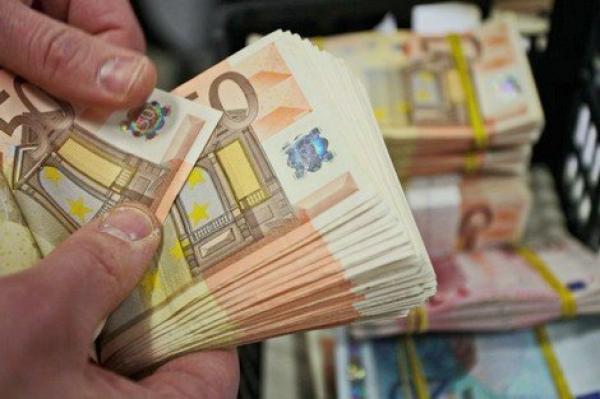 """ارتفاع قياسي في التحويلات المالية للجالية المغربية المقيمة بالخارج رغم أزمة """"كورونا"""""""