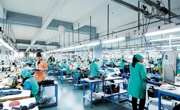 حقوقيون: العمال الأشد تضررا وعرضة لوباء كوفيد 19 وغيره من الأوبئة
