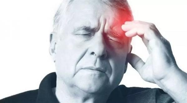 خبراء يحذرون مرضى الصُّداع النّصفي من الإفراط في تناول الدواء
