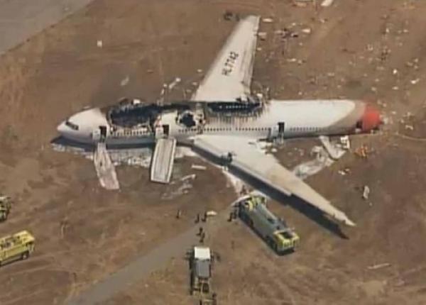 """الملك """"محمد السادس"""" يعزي شخصيا أسرتي ضحيتي تحطم الطائرة الإثيوبية"""