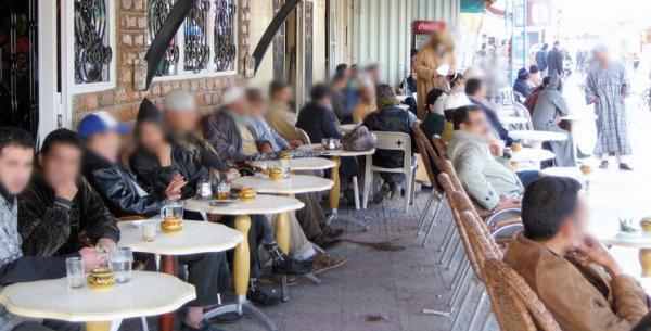السلطات العمومية بسطات تقرر إغلاق الساحات العمومية وتفرض إجراءات صارمة على المقاهي