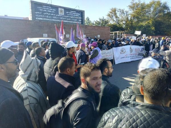 """رجال التعليم في محطتهم الإضرابية: """"العثماني يمشي فحالو"""""""