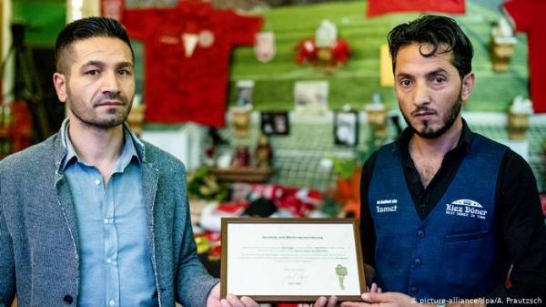 هدية غير متوقعة لعاملين بمطعم شاورما عقب هجوم عنصري بألمانيا