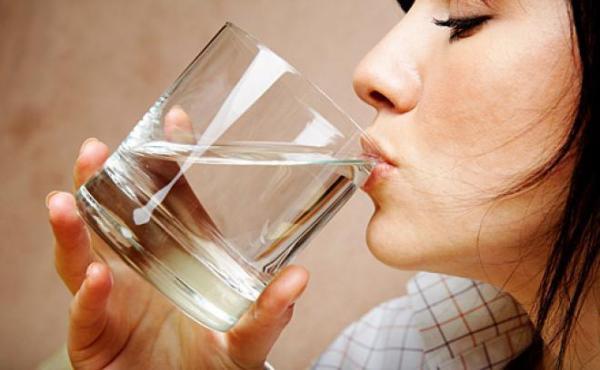 7 فوائد لشرب الماء الدافىء