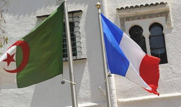 الجزائر تستدعي سفيرها في باريس
