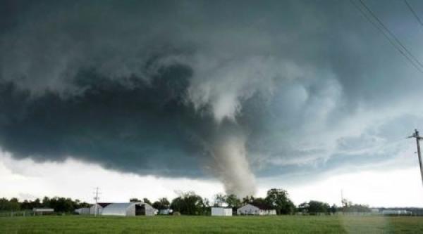 """قبل وصوله لأمريكا الإثنين..الإعصار """"دوريان"""" ينتقل إلى الفئة الخامسة الأشد خطورة"""