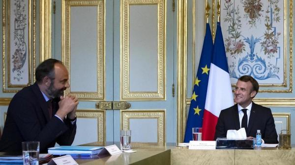 """الحكومة الفرنسية تقدم استقالتها والرئيس """"ماكرون"""" يقبلها رسميا"""