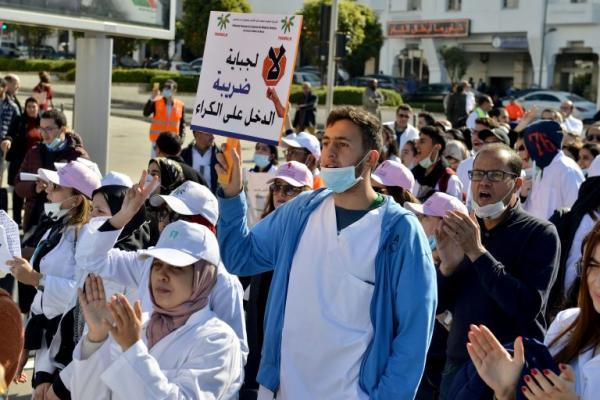 """أطباء الأسنان يحتجون في مسيرة """" الغضب"""" ضد حكومة العثماني و هذه هي مطالبهم"""
