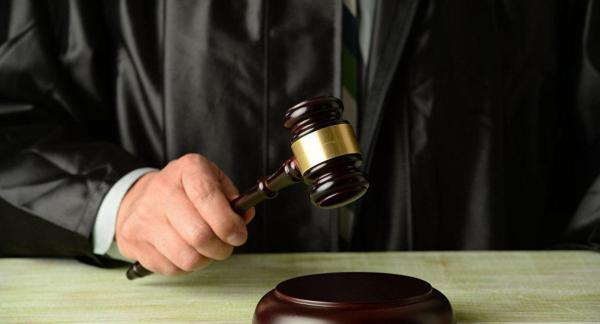 "قاض ""مزيف"" تسلم رشاوى من مواطنات وصلت لـ16 مليون سنتيم واستغل بعضهن جنسيا"