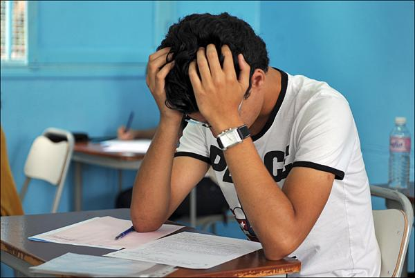 """مرة أخرى ..وزارة """"أمزازي"""" تتدخل وتكشف حقيقة تأجيل الامتحانات الجهوية على مستوى أكاديمية البيضاء"""