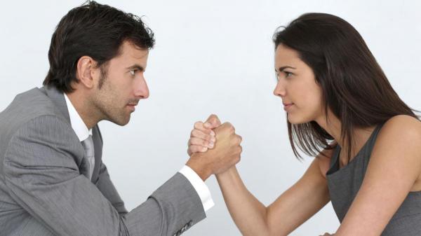 من الأقوى جينيا: الرجال أم النساء؟