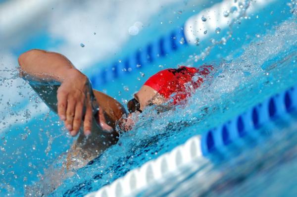 أخطاء يجب تجنبها أثناء السباحة