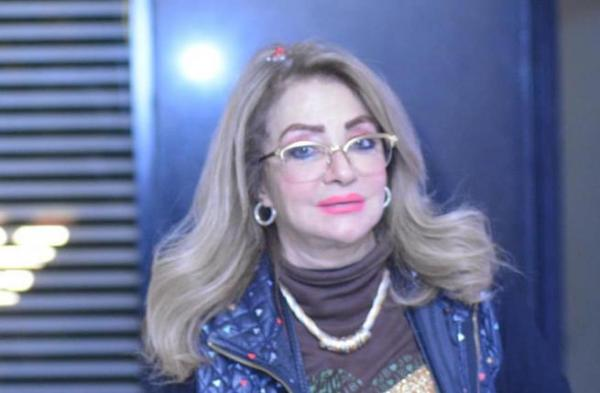 """الفنانة المصرية """"شهيرة"""" تتراجع عن خلع الحجاب وتوضح الأسباب"""